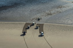 land-rover-drawing-in-sand-6