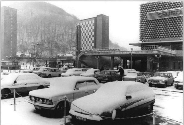 "Suhl, Wohnhochhaus, ""Centrum""-Warenhaus, Winter"