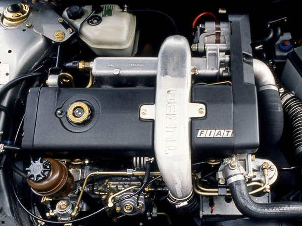 fiat-croma-turbo-ie-engine-bay-1