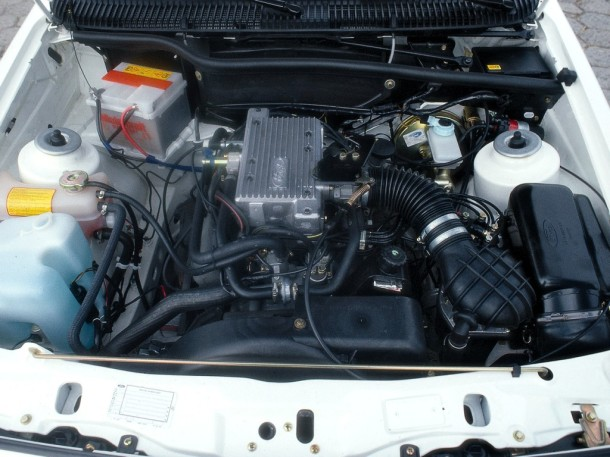 ford-sierra-xr4i-engine-bay-1