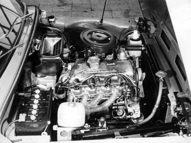 lada-niva-engine-bay-1
