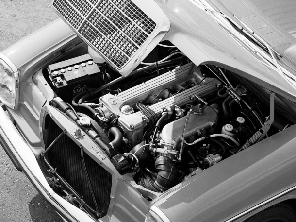 mercedes-benz-280e-engine-bay-1