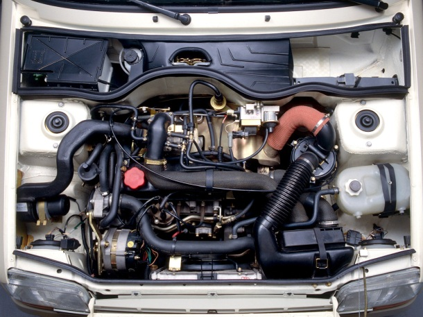 renault-5-gt-turbo-engine-bay-1