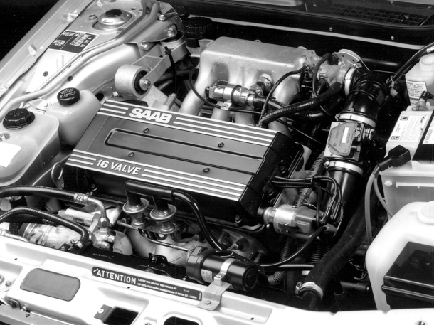saab-9000-cd-engine-bay-1