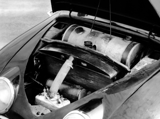 saab-92-prototype-engine-bay-1
