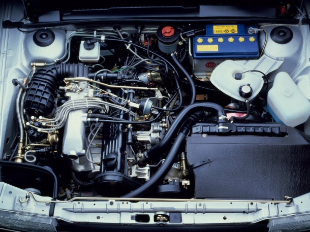 volkswagen-santana-engine-bay-1