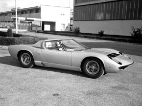 Lamborghini will show the one-off 1968 Miura Roadster concept at TechnoClassica