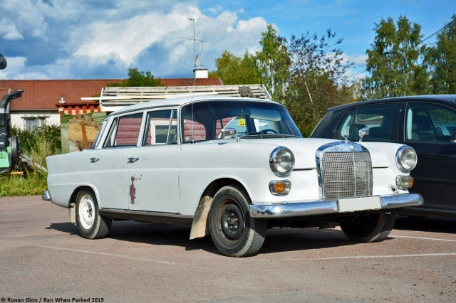ranwhenparked-mercedes-benz-220d-w110-3