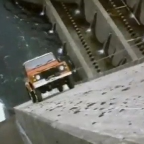 Watch a Land Rover Defender climb up a dam in this 1986 TV ad