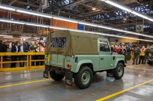 last-land-rover-defender-2