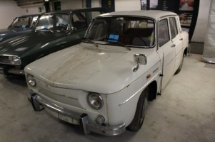 denmark-barn-find-renault-8white