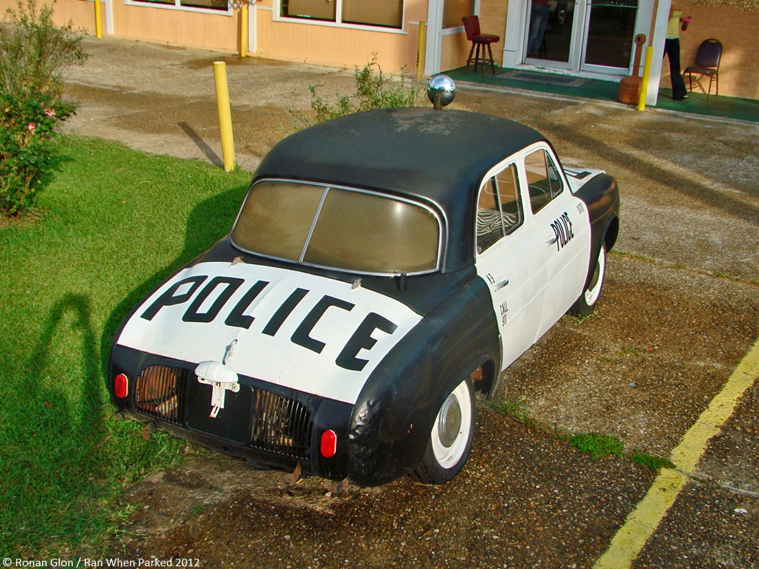 what s a renault dauphine police car doing in rural louisiana ran when parked. Black Bedroom Furniture Sets. Home Design Ideas