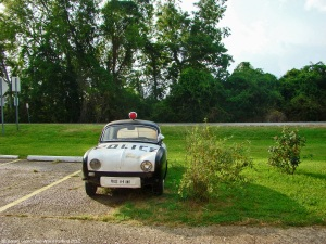 ranwhenparked-renault-dauphine-police-car-louisiana-9