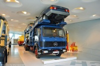 ranwhenparked-mercedes-benz-museum-1624-car-hauler-6