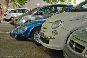 What has a composite body and is dwarfed by a modern Fiat 500?