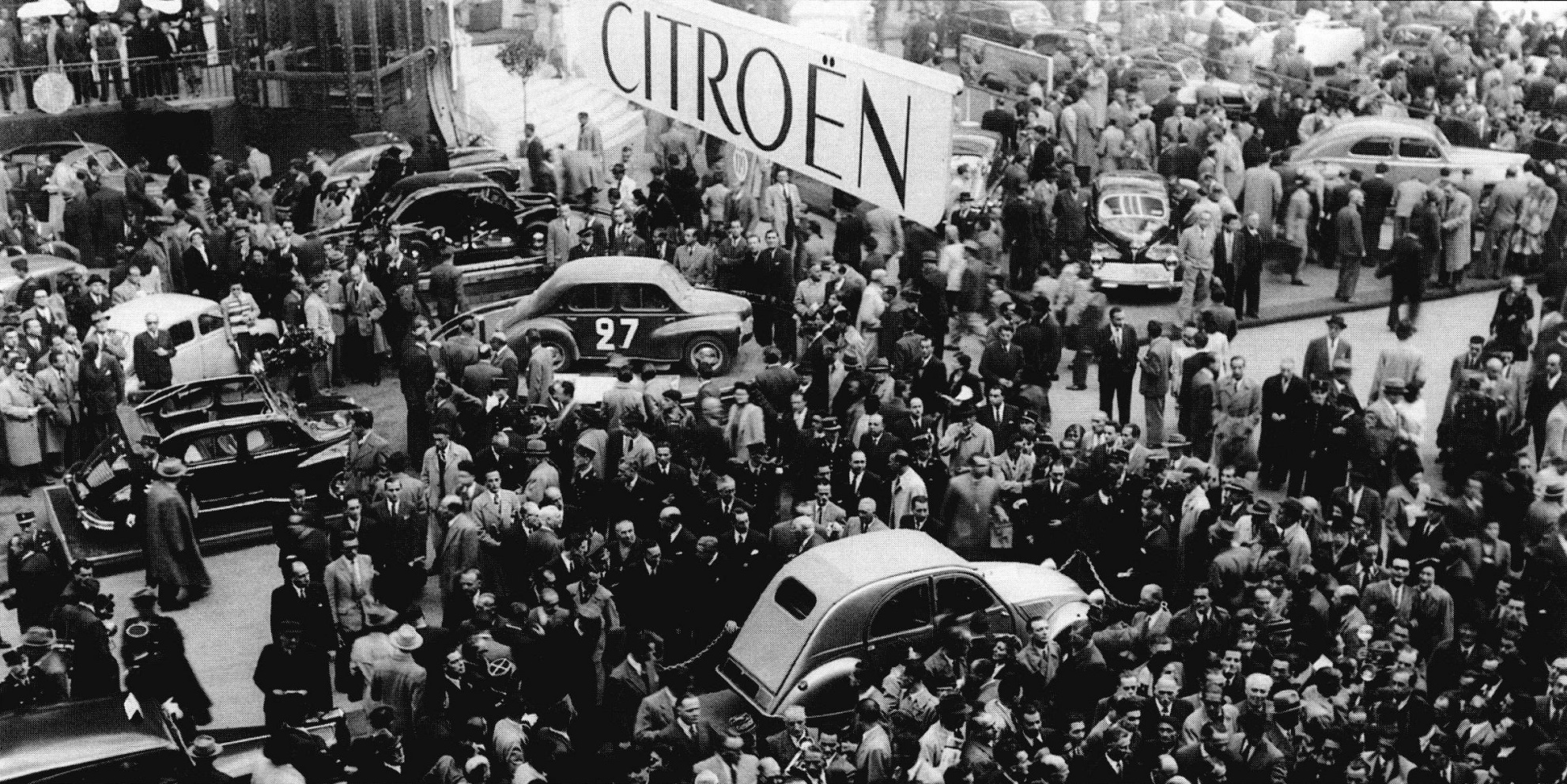 1948 salon de paris citroen 2cv ran when parked for Salon ce paris