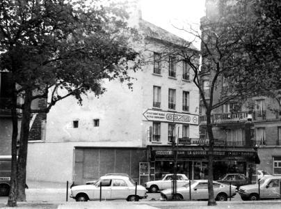 Bar_La_grosse_bouteille,_boulevard_Richard_Lenoir,_Paris_1981